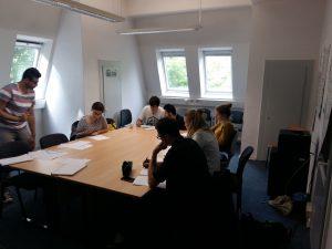 Arabischunterricht an der Bauhaus-Universität: Geflüchtete unterrichten Studierende ehrenamtlich